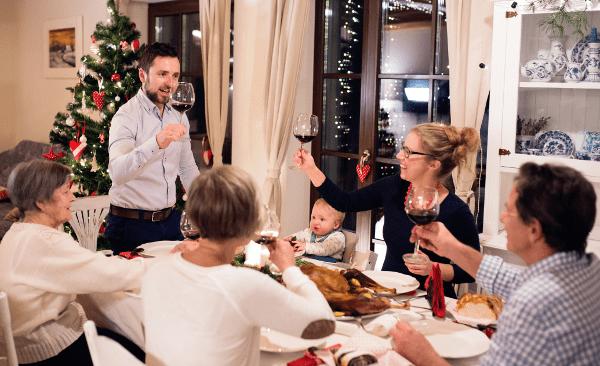 familie rond de tafel